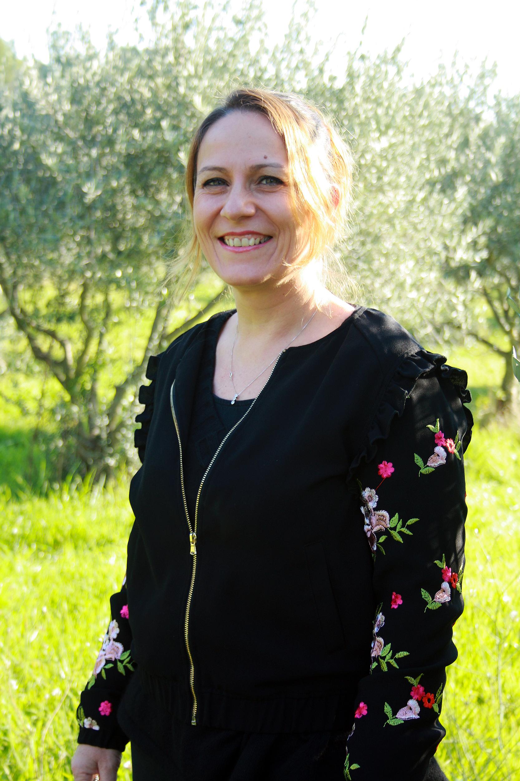 Diplôme certifié de Praticien en Sophrologie obtenu à l'école de Sophrologie Aix-Marseille. Spécialisation : Accompagnement à la maternité et à la parentalité par la Sophrologie, FIV et PMA. Certification obtenue à l'école de sophrologie Aix Marseille