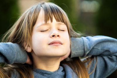 Les objectifs peuvent varier d'un enfant à l'autre à l'autre cependant celui de la sophrologie avant tout est de toujours favoriser l'épanouissement et la personnalité de chaque enfant, de l'aider à communiquer dans le respect de lui même et des autres, d'affiner ses perceptions et ses connaissances corporelles et lui permettre de développer sa créativité et son imaginaire.